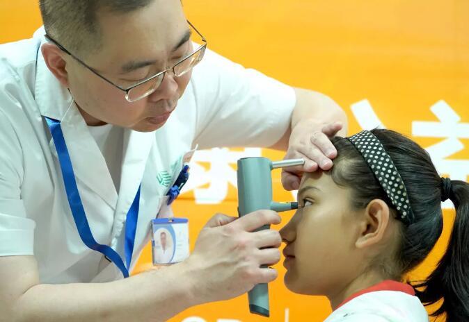 关爱青少年眼健康公益行动在喀什举行